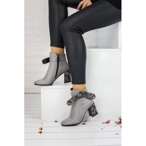 Woman Grey Suede Boots